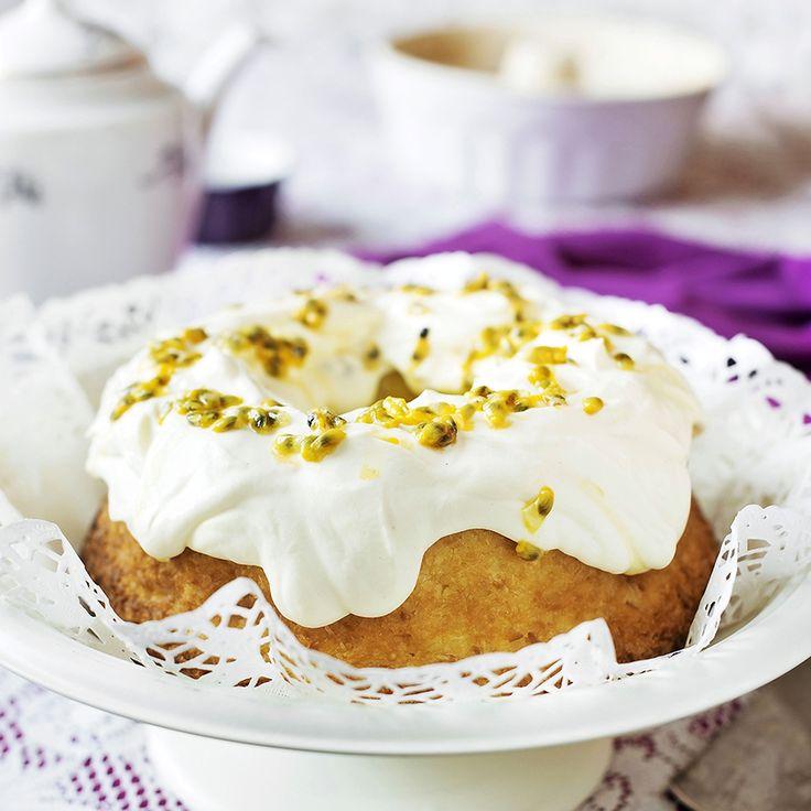 Läcker kaka med kokossmak och syrlig lemon curd.