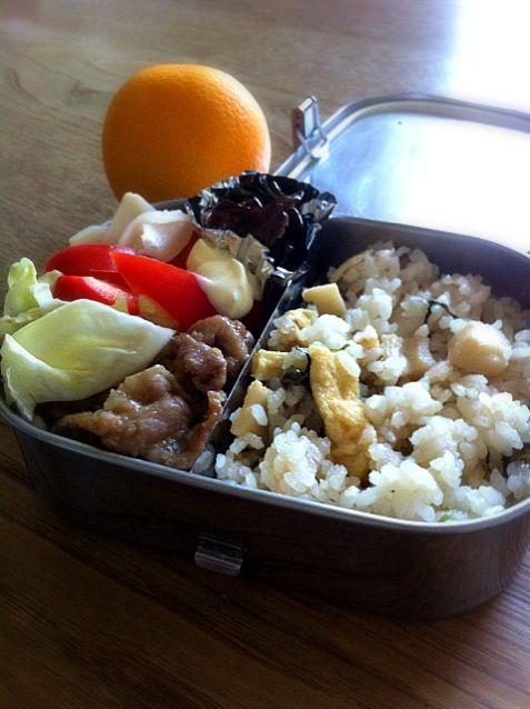 おはようお弁当。迷ったけど無理やり作った - 4件のもぐもぐ - たけのこご飯、豚生姜焼き、甘酢しょうがとパプリカ、昆布の佃煮 by hitomel