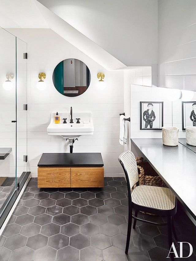 Naomi Watts and Liev Shreiber's New York City apartmentcontinues to provide us with interior design inspiration, and their charcoal bathroom is no exception. Ashe + Leandro chose matte...