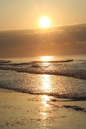 Coligny Beach in Hilton Head... Hilton Head is such a beautiful place to relax and enjoy the beach... - Been there!