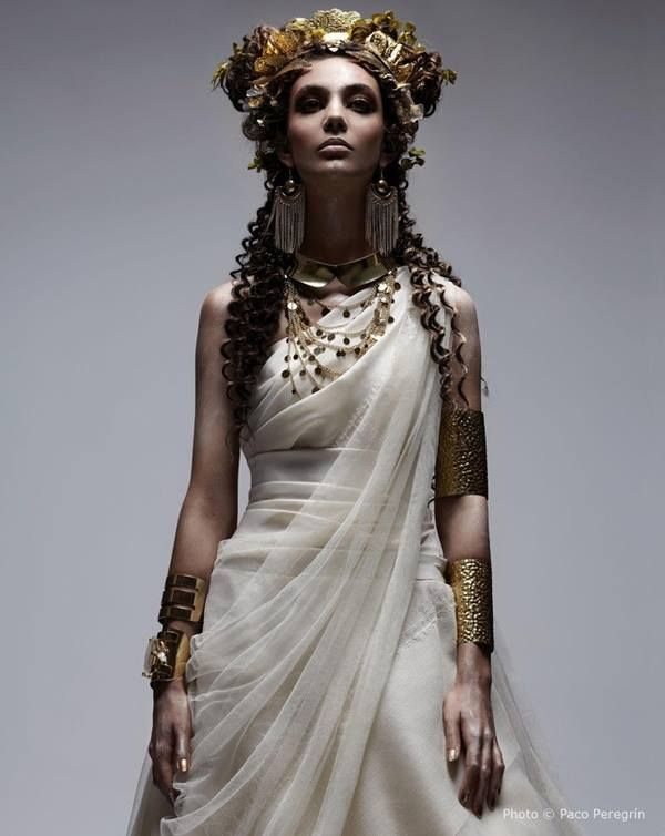 Most Spartan women eschewed jewellery, except for princesses from the two Royal houses (Sparta had two kings). This one is a princess from the Eurypontid House.