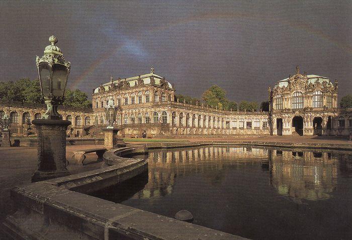 Цвингер, Дрезден. Маттеус Даниэль Пёппельман Немецкий архитектор, видный представитель дрезденского барокко Маттеус Даниэль Пёппельман, наиболее известен своим проектом Цвингера (1711-1722), комплекса зданий в Дрездене, который считается одним из самых показательных образцов стиля барокко.
