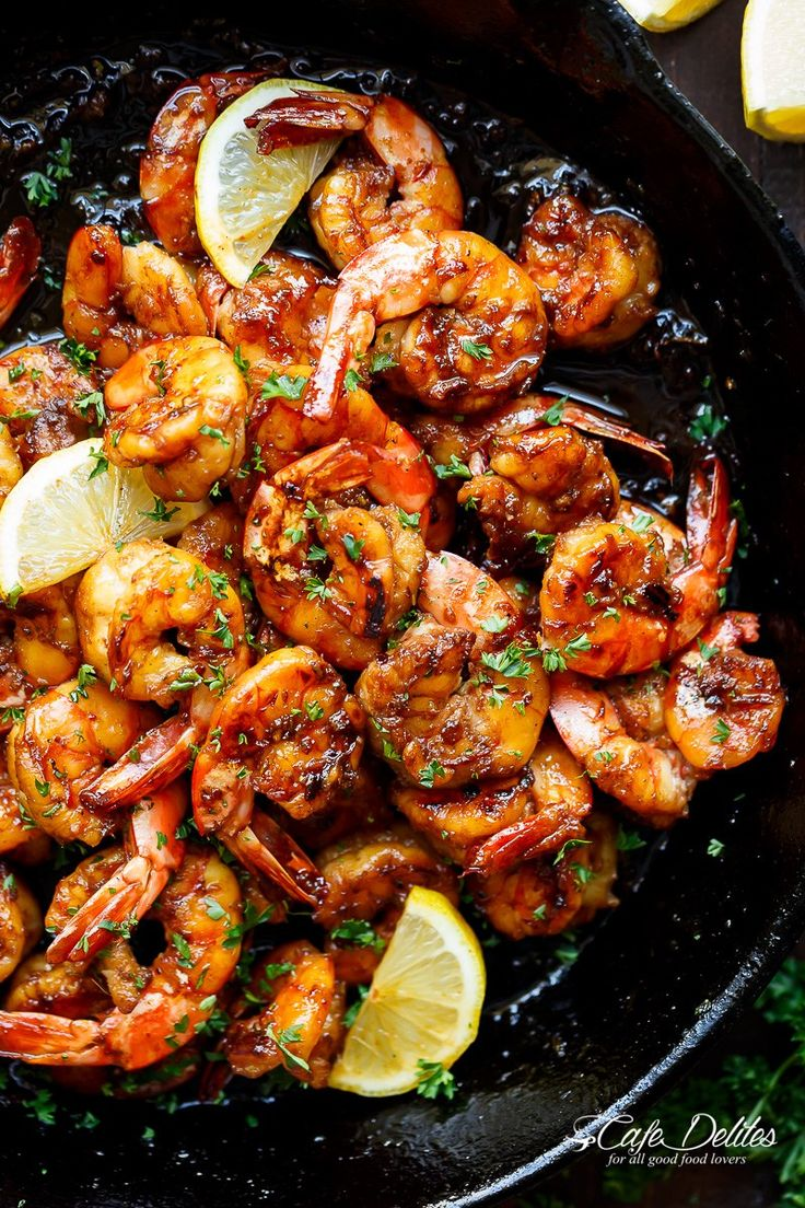 Browned Butter Honey Garlic Shrimp feels like a gourmet shrimp meal, with half of the effort, maximum taste and all in less than 15 minutes!