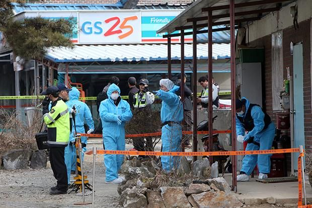 दक्षिण कोरिया के गियोनगी प्रांत में हुई एक हिंसात्मक गोलीबारी में चार लोगों की मौत हो गई और एक घायल हो गए। समाचार एजेंसी सिन्हुआ की शुक्रवार की रिपोर्ट के