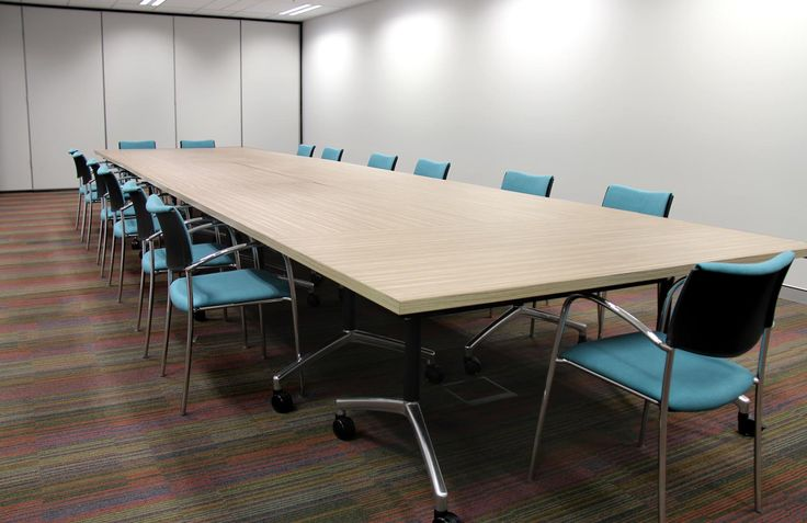 Lunar meeting table, ona visitor chair, carpet