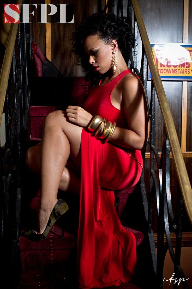 #ElleVarner Very classy! Definently looks like a movie shot. Beautiful red dress! :)