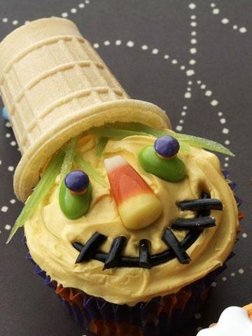 scarecrowHoliday, Kids Parties, Cupcakes Ideas, Cupcakes Decor, Fall, Cupcakes Recipe, Halloween Cupcakes, Halloween Food, Scarecrows Cupcakes