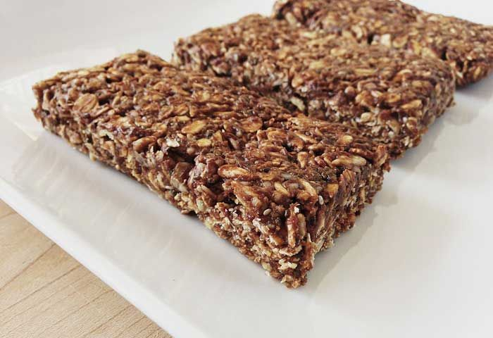 Here are the DIY low carb protein bar recipes you can try it at your home.