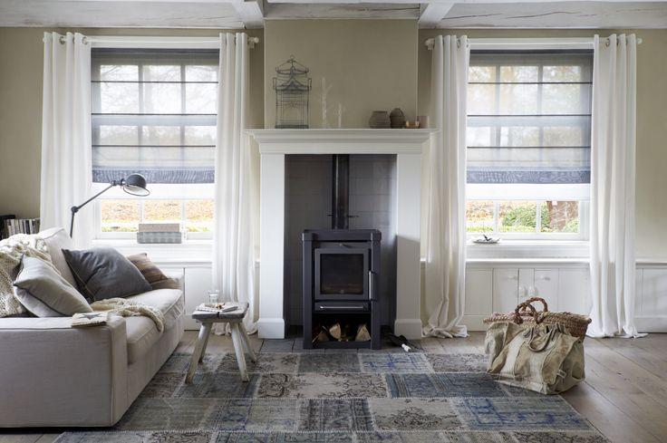 Een interieur dat warmte uitstraalt en eveneens stijlvol is. #raamdecoratie #stijlvol #interieur #rolgordijnen #gordijnen #bece #exquisite