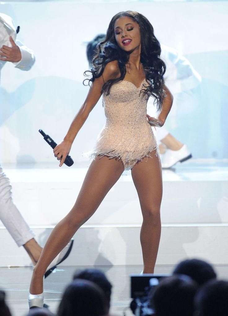 Les jambes affûtées d'Ariana Grande
