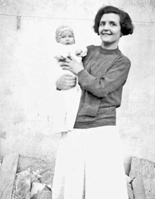 Oriana a sei mesi tra le braccia della madre Tosca Cantini - Foto - Oriana Fallaci