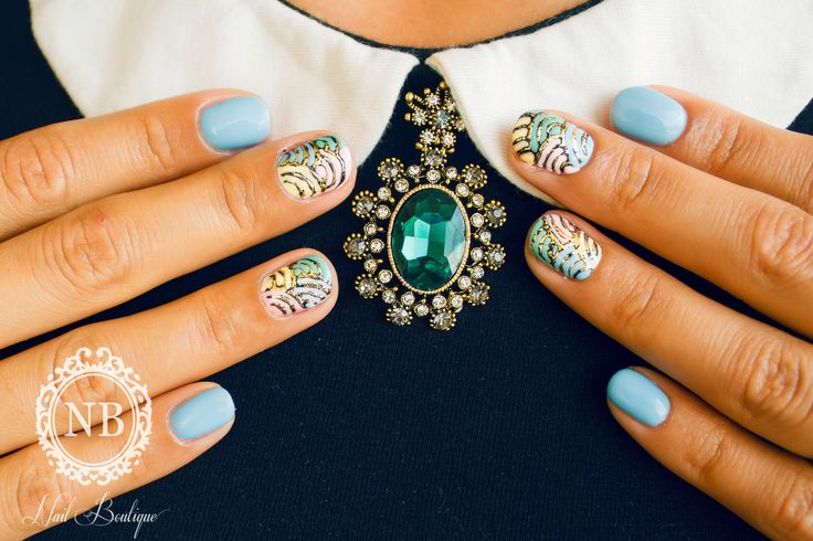 Brooch accessory and blue light nails