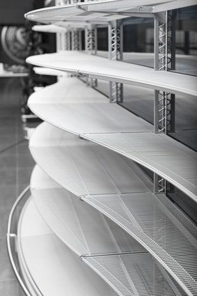 Premium design s regálem wire tech