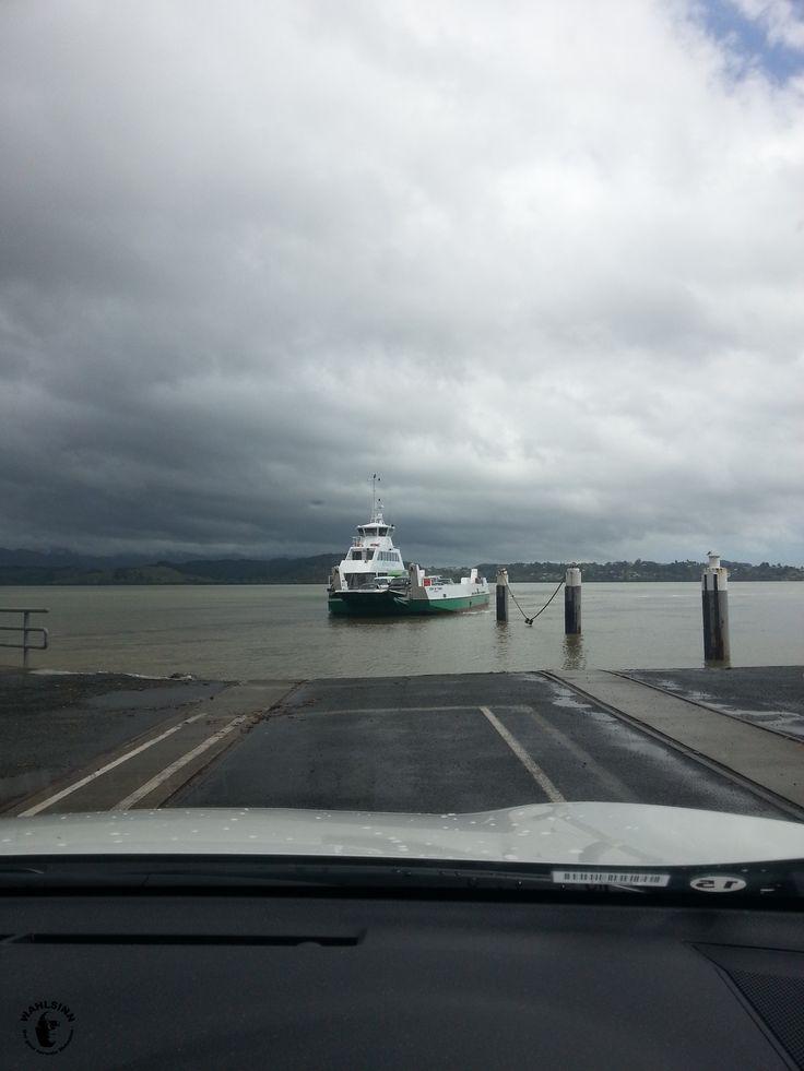 Neuseeland - Eine Fähre zum Übersetzen des Flusses/Meerenge