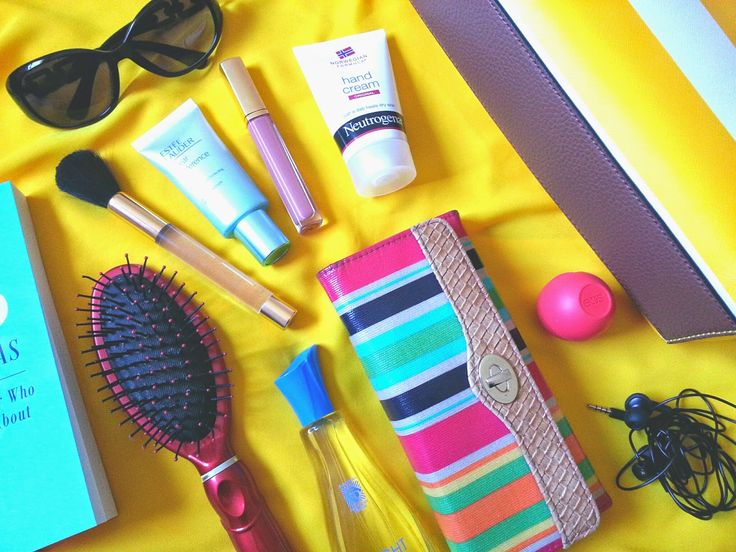 Spring Edition: What's In My Purse?