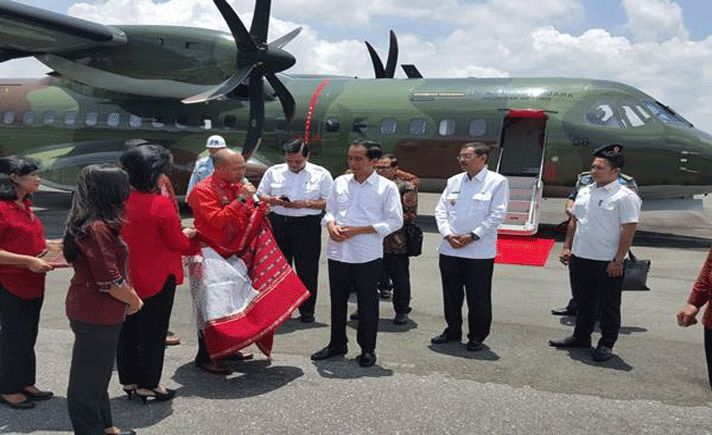 Setelah Bandara Silangit resmi menjadi berskala internasional, kini wisatawan yang hendak ke Danau Toba, Sumatera Utara menggunakan pesawat terbang khususnya dari Jakarta memiliki banyak pilihan penerbangan.