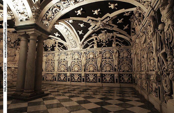 Cripta en la Iglesia La Victoria. Málaga. (c) James Souza