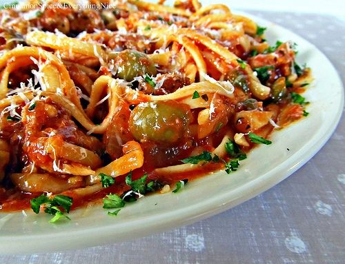 isnt it look good?Food Recipes, Pasta Puttanesca, Cinnamon, Maine Dishes, Hot Sausage, Burgers, Funny Animal, Drinks, Food Photos
