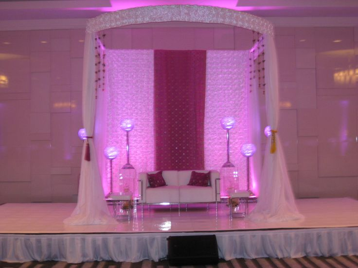 Beautiful Mendhi at the Delta Ottawa City Centre in June - Decor by Wedecor