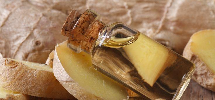 Ingweröl - äußerlich aufgetragen - weckt nicht nur die Lebensgeister, sondern fördert dank der enthaltenen Gingerole auch die Durchblutung, wärmt und hilft die Muskeln zu entspannen. Und das beste ist: Du kannst Ingweröl einfach selber machen.