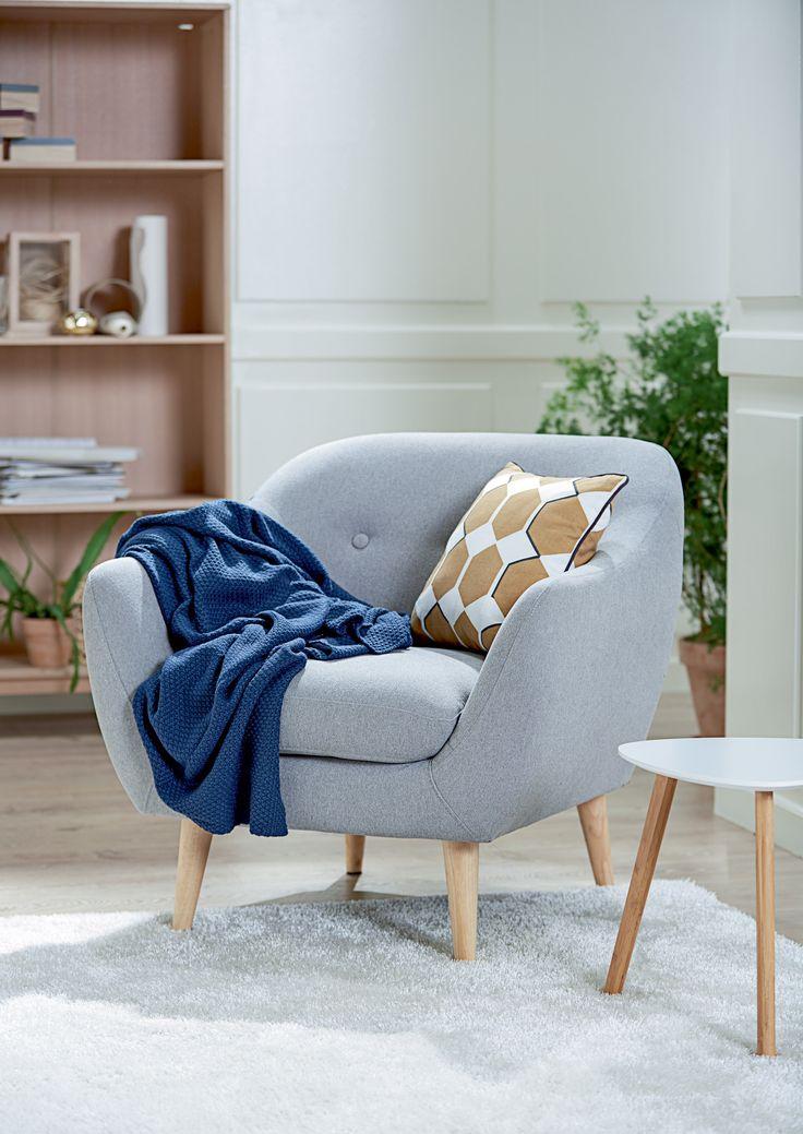 EGEDAL lenestol, TAPS hjørnebord, KALBY reol / bokhylle. | Skandinaviske hjem, nordisk design, Nordic Retro, Skandinavisk design, nordiske hjem, retro | JYSK