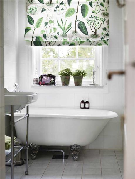 Curtain idea for kitchen (fabric Josef Frank/Svenskt Tenn)