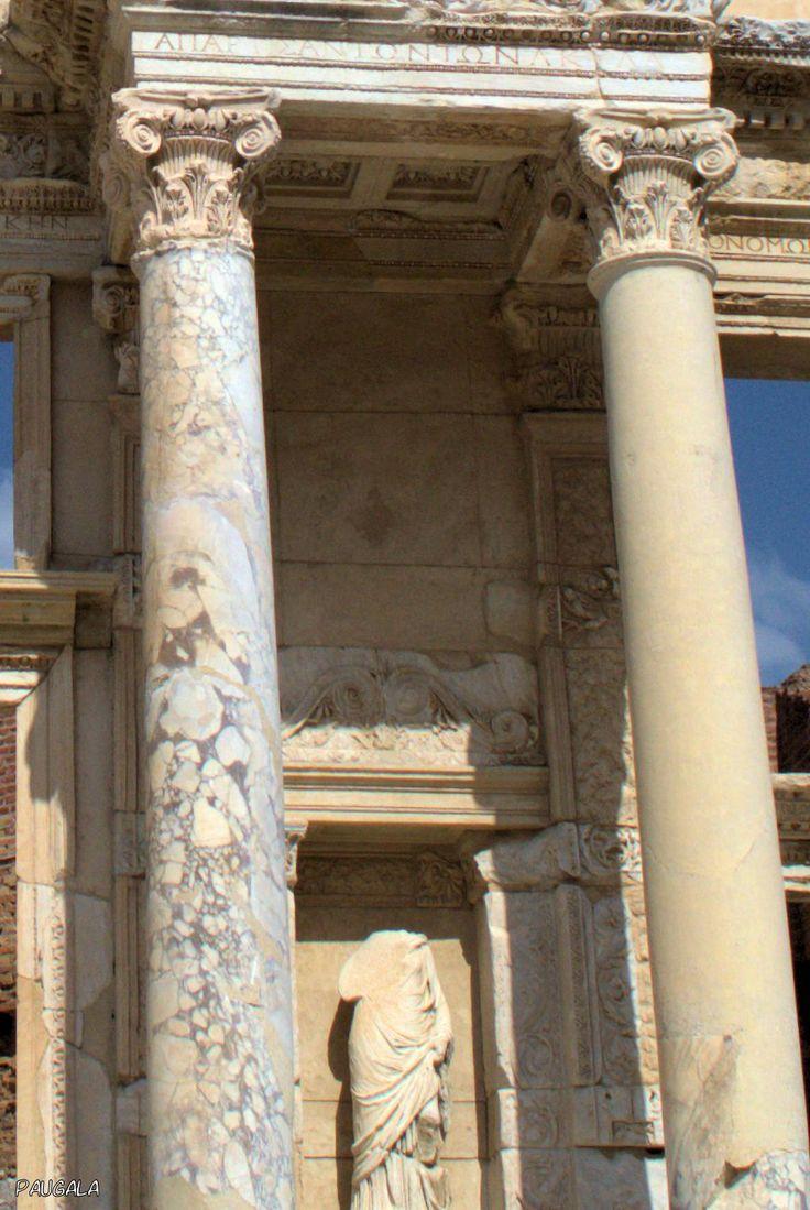 Ennoia. Inteligencia. Escultura en la Biblioteca de Celso. Éfeso. Turquía
