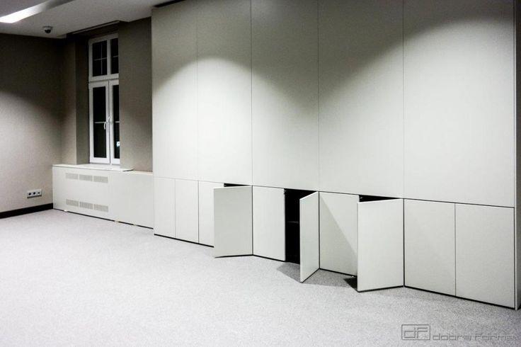 w tym wypadku, w ścianie, również ukryta jest szafa funkcyjna