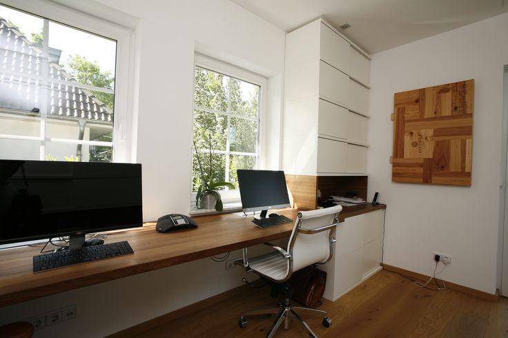Arbeitszimmer nach Maß: Arbeitsplatte mit Regalelement