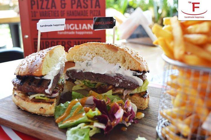 Και εκεί που νομίζετε ότι έχετε δοκιμάσει όλα μας τα Burger, σας παρουσιάζουμε το Famigliano Burger!!!! Με φρέσκο χειροποίητο ψωμάκι από τον φούρνο μας, Ketchup, μουστάρδα, μοτσαρέλα, αγγουρομαγιονέζα, iceberg, σως μπάρμπεκιου και πατάτες τηγανιτές….!!!! Join the happiness #Famigliano #Handmade_Happiness #Pizza #Pasta #Burgers #Focaccia #Sweets_and_Coffee #Λευκός_Πύργος #seaview #whitetower #TheMeetingPoint #lounge #pizzeria #PizzaLovers…