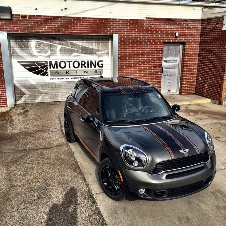 MINI Countryman Black Sport Stripe Black stripe with thin white outer stripes