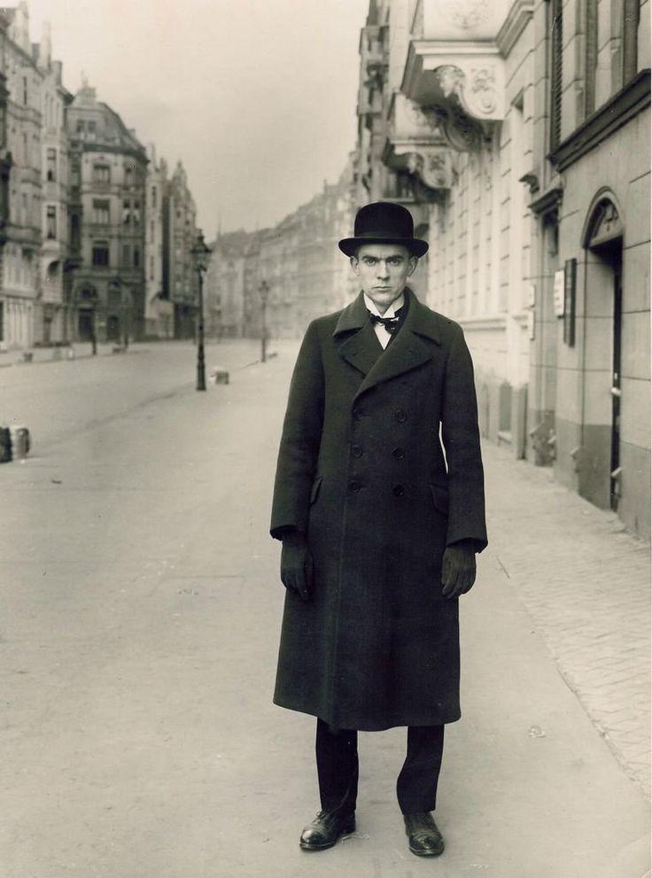 Anton Raderscheidt, by August Sander, 1927