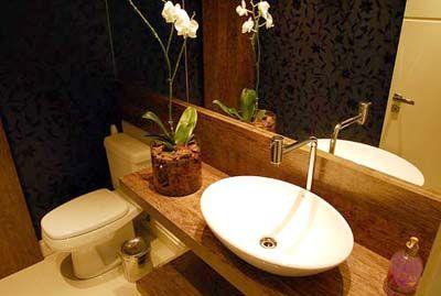 Madeira de demolição em bancadas e banheiros
