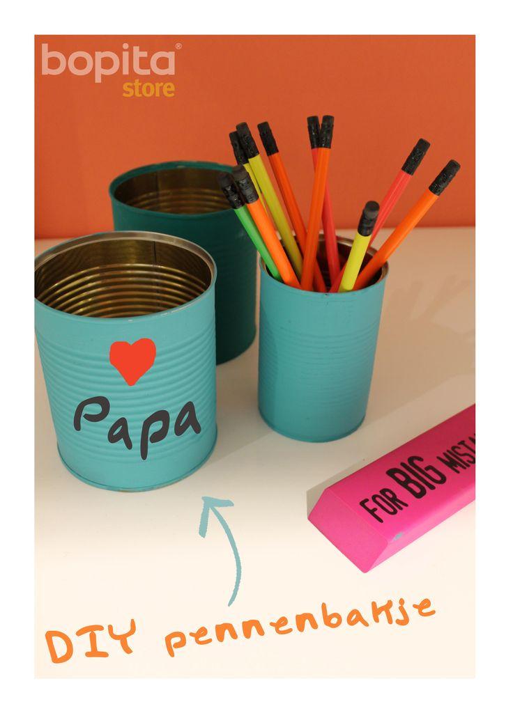 #Vaderdag #DIY Maak een leuke pennenbak voor papa! Weinig nodig en toch een leuk cadeau - ideaal voor op kantoor : ) (Beetje hulp van mama of oma is handig!)  https://www.facebook.com/BopitaStores/photos/pb.284006015042170.-2207520000.1402576470./460039850772118/?type=3&theater