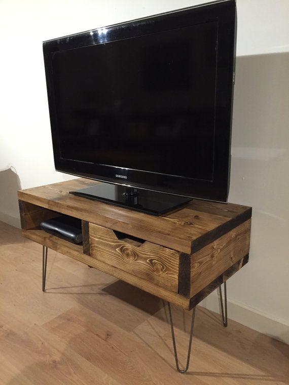 Soporte de TV caja de pino con cajón y patas de por Kowoodworksltd