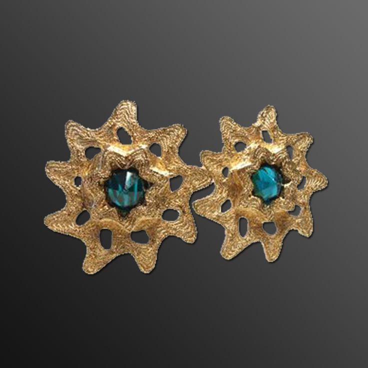 『イヴ・サンローラン (Saint Laurent) のジュエリー』 https://ureruyo.com/houseki/brand-jewelry/yvessaintlaurent/ 最近、使い切ったイヴ・サンローランの口紅ケースを指輪やピアスに加工するDIYが流行していますね!とても良いアイディアですが、売却を考えているアクセサリーに混ぜてしまわないようにお気を付けくださいね!価格が出たときがっかりしますので。