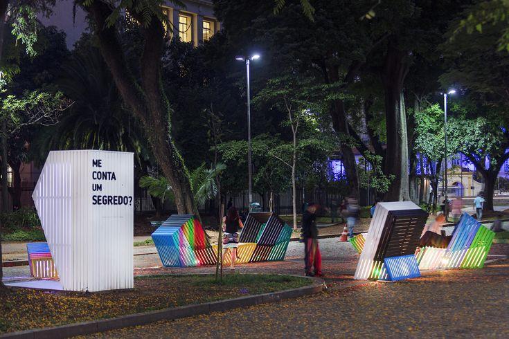 """Estudio Guto Requena convida as pessoas a compartilharem suas histórias na instalação """"Me conta um segredo?"""""""