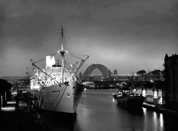 David Moore - Himalaya at dusk, Sydney – 1950