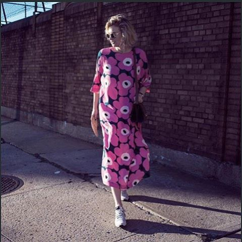 Streetstyle from New York Fashion Week on @zanitazanita // #marimekko #marimekkoaw15 #throwback #regram //Unikko silk kaftan - and it's pink too!