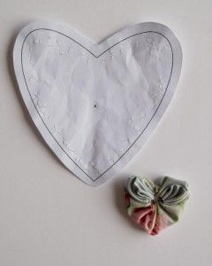 ARTESANATO COM QUIANE - Paps,Moldes,E.V.A,Feltro,Costuras,Fofuchas 3D: Fuxico em forma de coração