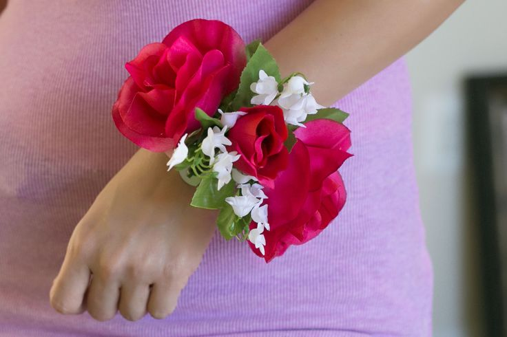 How to Make a Wristlet Corsage