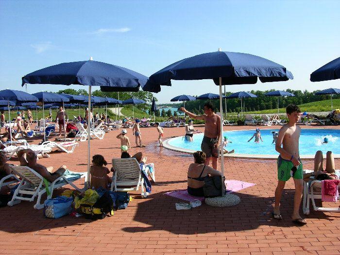 ambienti pubblici Piscina pubblica per un fine settimana insieme