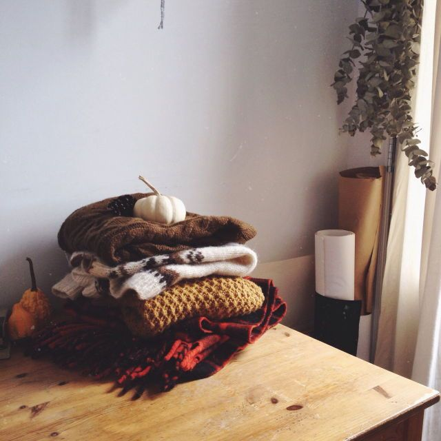 fall | patterns | clothes | blankets | wood tables | small | cozy