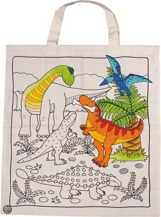 Een tas met dinosaurus motief welke ingekleurd kan worden met bijvoorbeeld waskrijtjes. Materiaal: Fairtrade gecertificeerd katoen. Afmetingen: ongeveer 38 x 42 cm. Leuk als activiteit op een kinderfeestje.