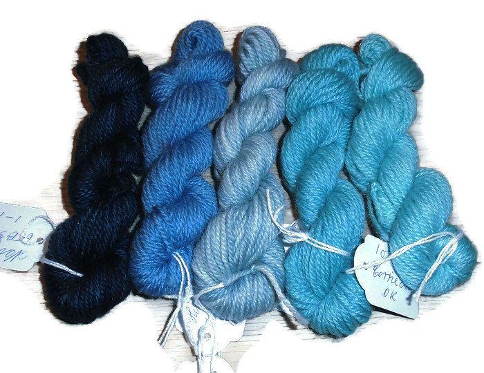 5 mini skeins of corriedale woolyarn, 10 g each, 50 g / 100 m total, colours blue and Turquoise DK weight mini skeins. Wool yarn EU SELLER
