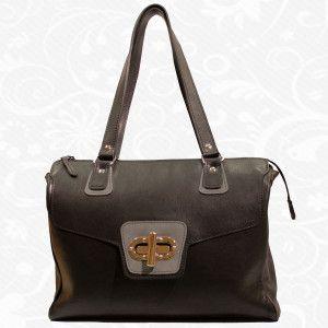 """Štýlová dámska kožená kabelka vyrobená z pravej talianskej kože. Kabelka je vhodná pre každú modernú ženu. Dokážete si predstaviť život bez kabelky? Nie? Našťastie bez kabelky žiť nemusíte. Kabelka je najdôležitejšia vec, ktorú so sebou nosíte. Vkladáte do nej svoje cenné veci, doklady a iné drobnosti. Pomocou štýlovej kabelky vyrobenej z pravej kože dodáte svojmu """"ja"""" osobnosť a eleganciu.   http://www.vegalm.sk/ - Kožená galantéria"""