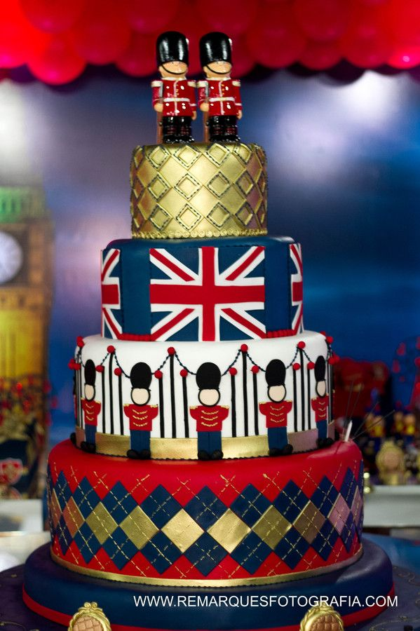 Como não se apaixonar por esse tema? A Mundo Caramelo Festas executou com maestria esse sonho da mamãe em nos transportar para Londres na festa Soldadinho de Chumbo para comemorar o aniversário do Serginho.