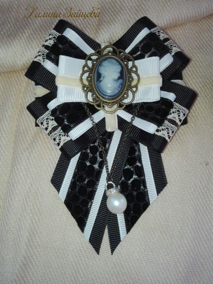 Галстуки бабочки, изготовлена из репсовых лент и винтажные фурнитуры #стиль #авторскаяработа #ручнаяработа #винтаж #брошь