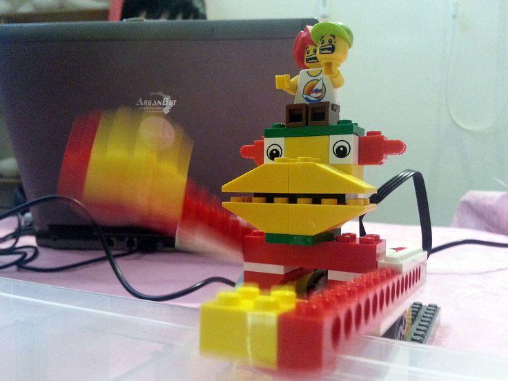 Un mono mecánico con alma de software.
