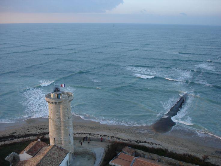 A cross swell at île de Ré, France